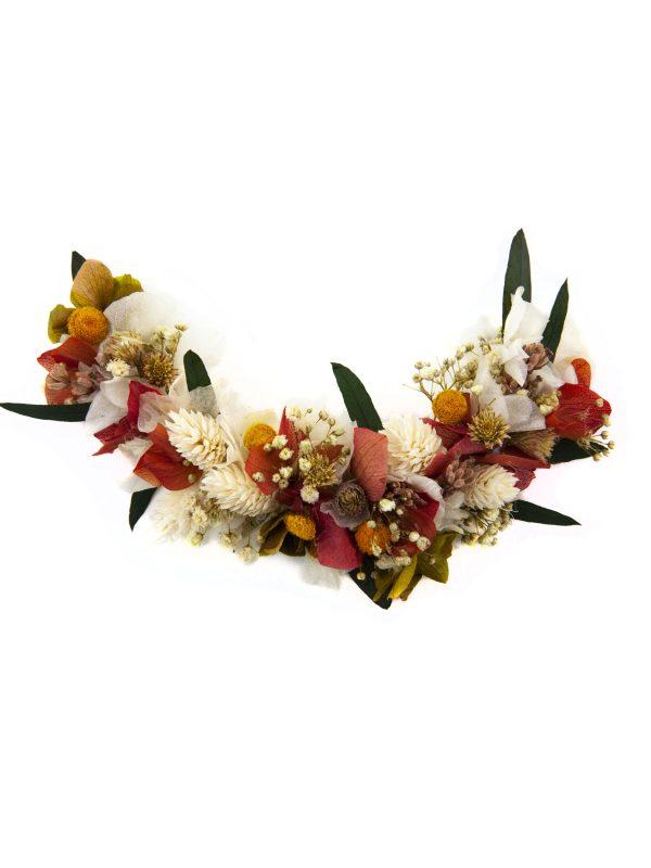 Tocado de flores silvestres preservadas en forma de medialuna